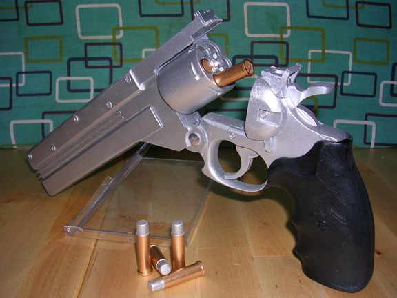 prop_vash-anime_revolver-moving_open-bullets.jpg